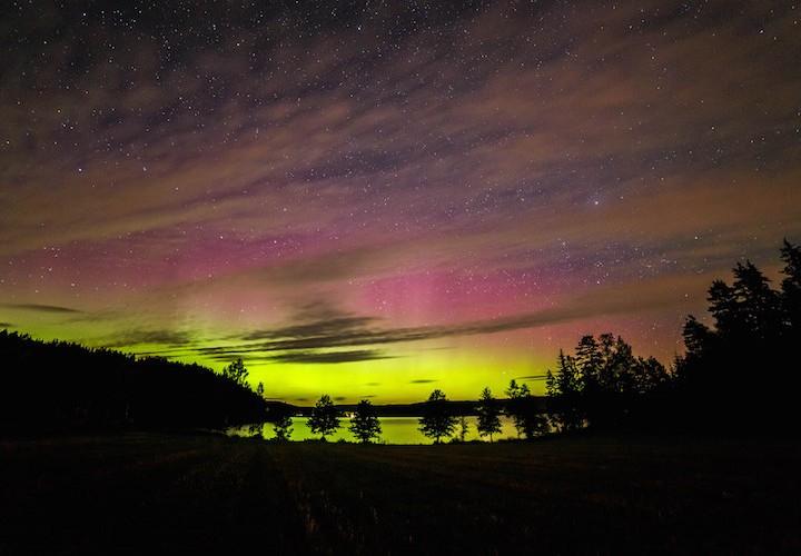 Norrsken över sjön Racken i Arvika